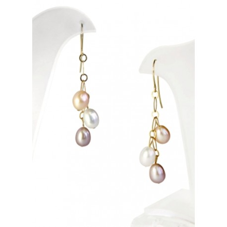 Earrings with oval pearls